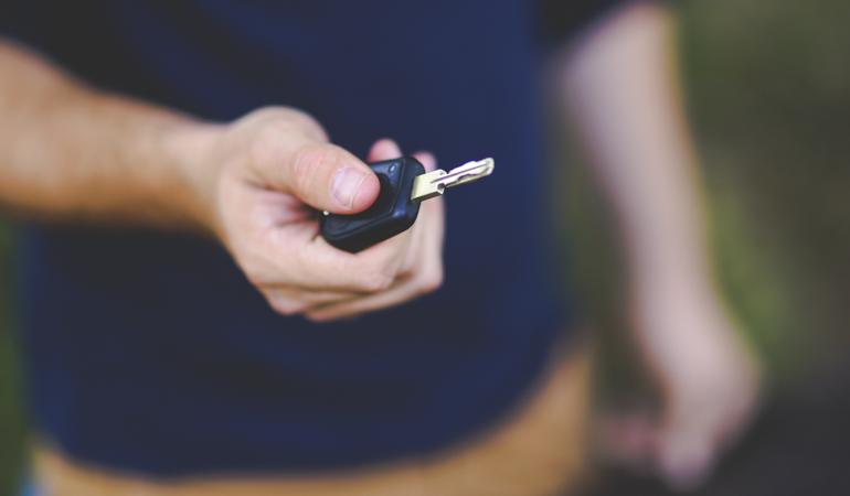 Husbilsmäklare med nyckel